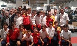 Calcio giovanile, allievi e genitori in visita agli sponsor
