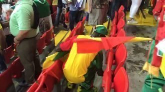 Russia 2018, i tifosi del Senegal che puliscono lo stadio (video)