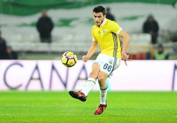 Calciomercato, il Basilea ha messo nel mirino un giovane talento turco della mediana del Fenerbahçe