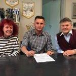 Zurigo, il teenager Lavdim Zumberi sottoscrive il suo primo contratto da professionista