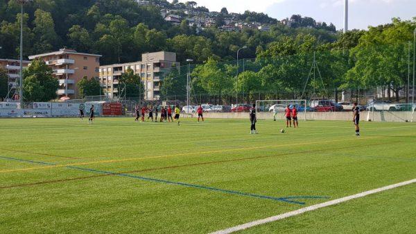 2LI, la follia dell'arbitro di Lugano U21-Kickers Lucerna: con 28 °C, la pausa tra un tempo e l'altro è durata solamente… 7 minuti!