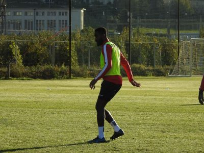 RSL, intenzionato a rimanere in forma in attesa di trovare un datore di lavoro Johan Djourou si allena… con il Sion